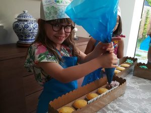 Childrens Cake Decorating Parties Solihull, Warwickshire,West Midlands, Birmingham, Wolverhampton& Walsall